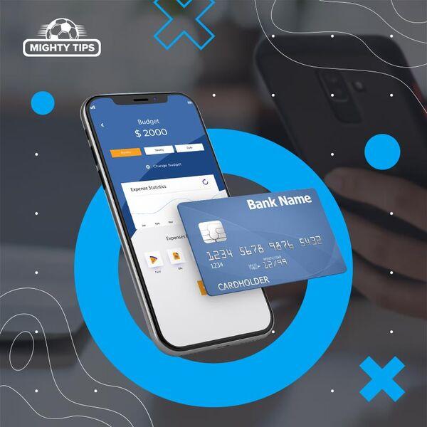 karta płatnicza w pobliżu telefonu